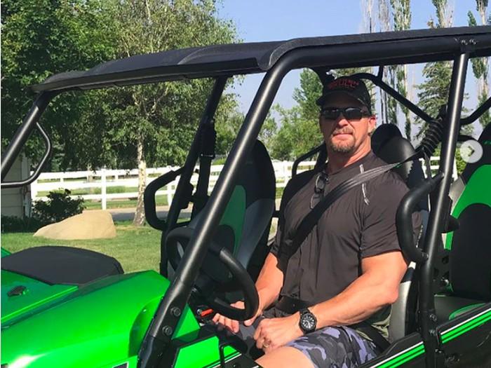 Selain ATV, rally di gurun Nevada juga kerap dilakoninya dengan buggy off-road. (Foto:instagram/steveaustinbsr)