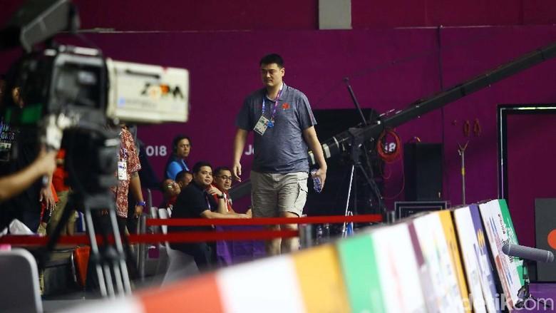 Ketika Yao Ming dan Clarkson Hadir di Tribune Hall A Basket GBK