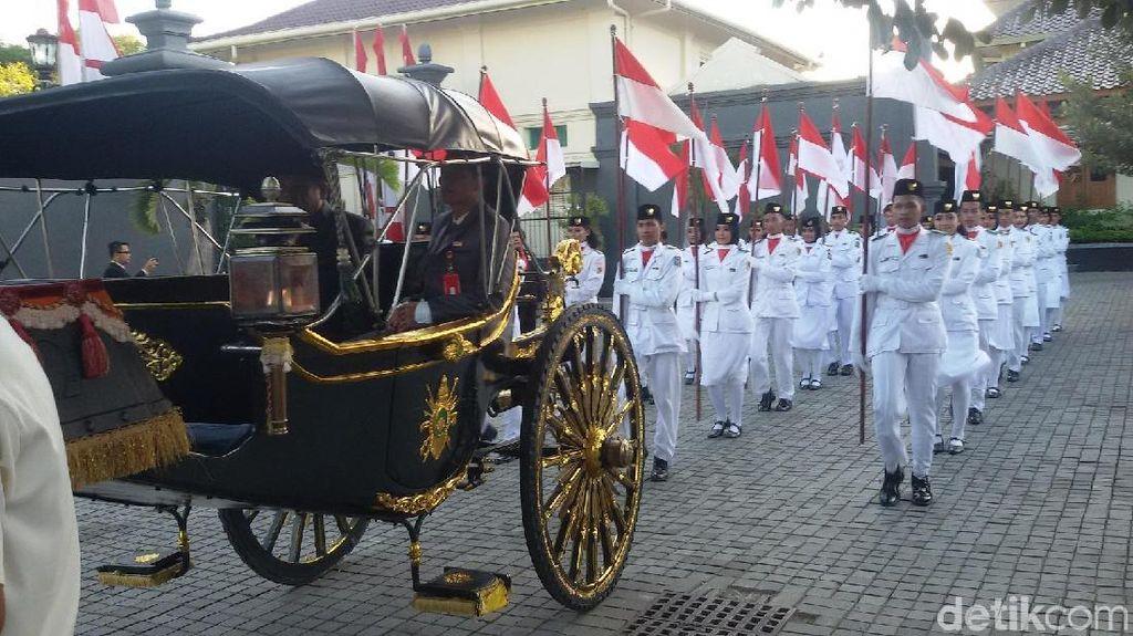 Bendera Merah Putih untuk Upacara 17 Agustus di Yogya Dikirab