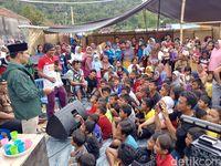 Ridwan Kamil Hibur Pengungsi 'Kampung Bandung' di Lombok