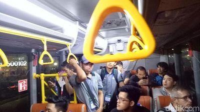 Jadwal Shuttle Bus di GBK Tidak Jelas, Pengguna Tak Tertib