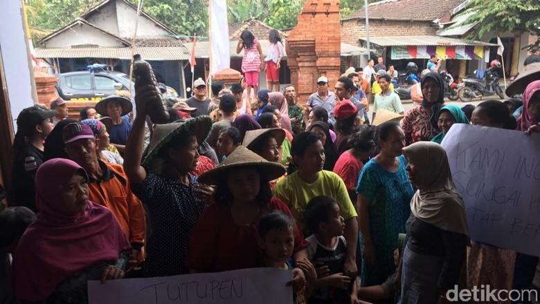 Warga Duduki Kantor Desa di Mojokerto, Tuntut Tutup Galian C