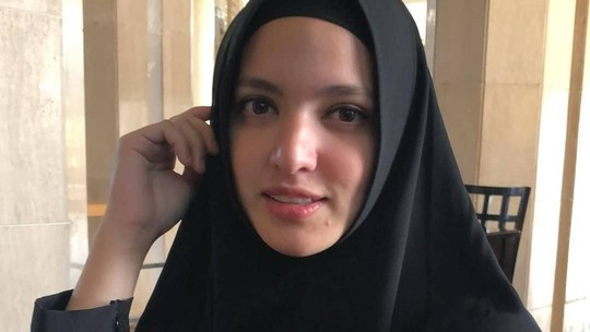 Nia Ramadhani Naik Haji, Marsha Aruan Kibarkan Merah-putih dalam Air
