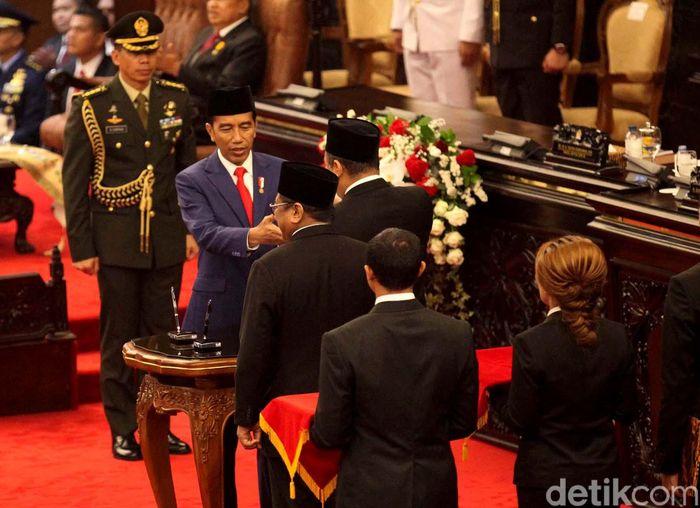 Presiden Jokowi saat mengumumkan belanja pemerintah dalam Rancangan Anggaran Pendapatan dan Belanja Negara (RAPBN) 2019 sebesar Rp 2.439,7 triliun.