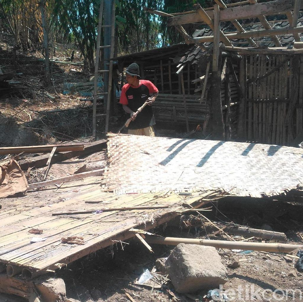 TNI-Polri Renovasi Rumah Reyot Guru Ngaji di Garut