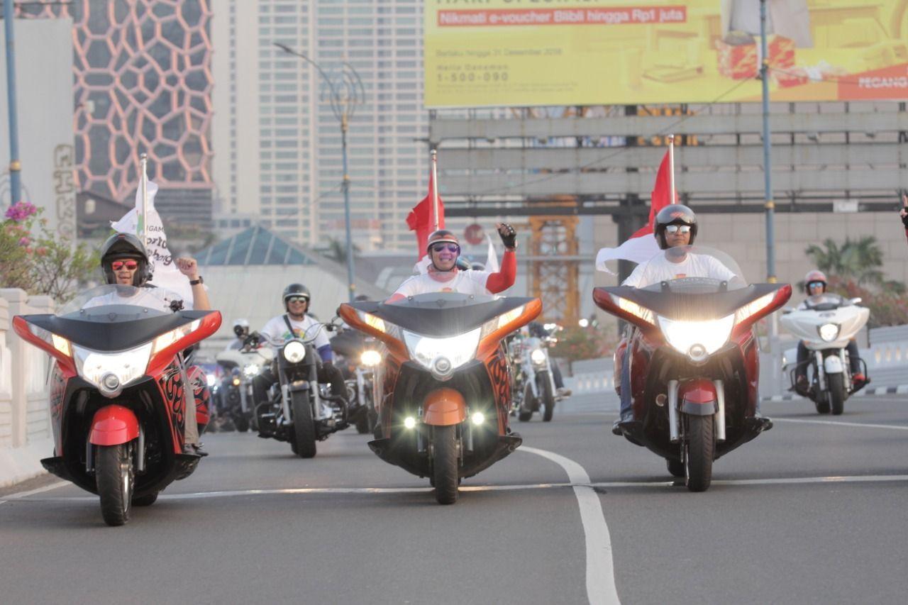 Ratusan Moge Kawal Pawai Obor Asian Games