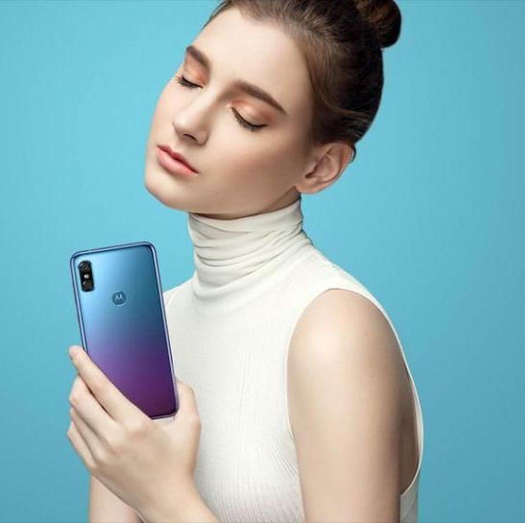 Motorola P30, Android Terbaru yang Jiplak iPhone X