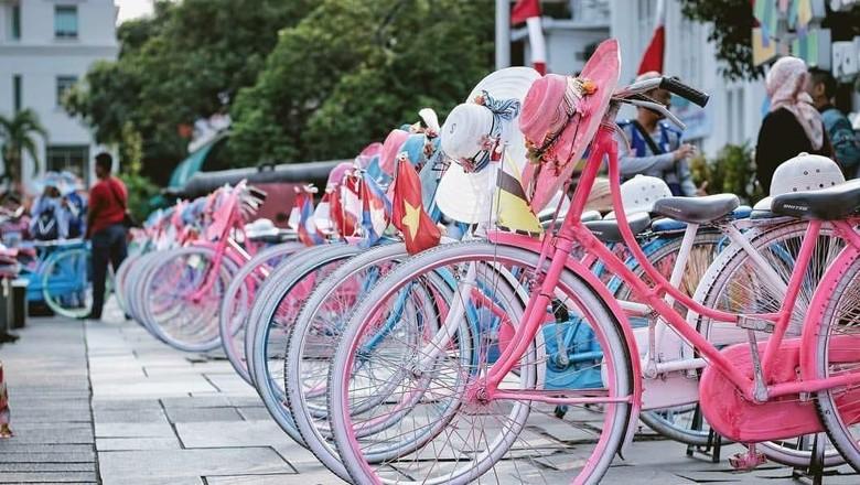 Ilustrasi sepeda onthel di Kota Tua Jakarta (dok. Kemenpar)