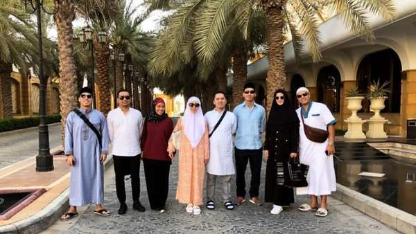 Naik Haji, Nia Ramadhani Ditanya Pakai Agen Travel Mana