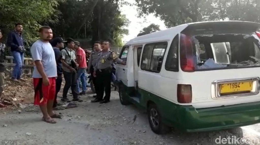 Pelajar Rusak Angkot di Sukabumi, 1 Orang Luka Bacokan Celurit
