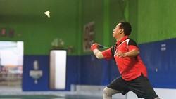 Ketua umum partai PPP yakni Romahurmuziy memiliki cara tersendiri untuk menjaga kebugaran tubuhnya. Lihat gaya olahraga Romahurmuziy berikut ini.