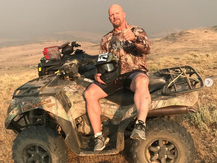 Berkendara dengan ATV menjadi olahraga ekstrem yang paling sering dilakukannya. (Foto:instagram/steveaustinbsr)