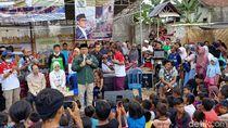 Ridwan Kamil Hibur Pengungsi Kampung Bandung di Lombok
