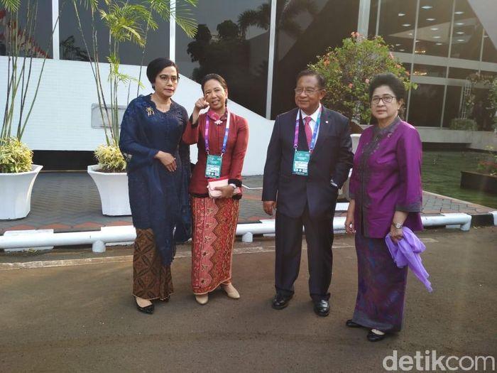 Ada pemandangan yang tidak biasa usai acara pembacaan pidato nota keuangan yang dilakukan oleh Presiden Joko Widodo (Jokowi) di depan para dewan perwakilan rakyat (DPR).