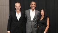 Senyum bahagia Anggun dan Christian kala berkesempatan untuk berfoto bersama Barack Obama saat berkunjung ke Jakarta.Dok. Instagram/christiankretschmar