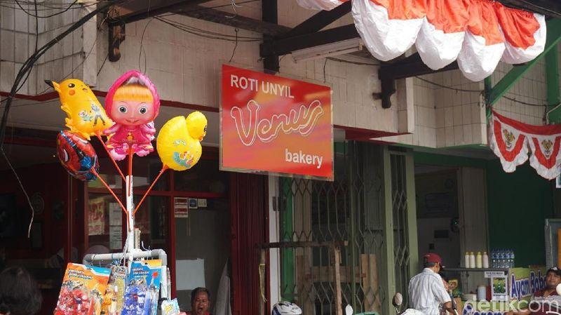 Foto: Roti Unyil adalah roti isi mini dengan aneka varian, salah satu toko yang menjual adalah Venus (Shinta/detikTravel)