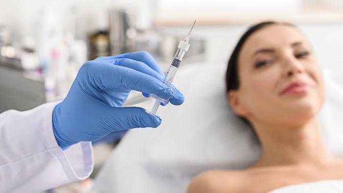 Sebelum memutuskan untuk melakukan suntik kolagen cari tahu dulu isinya. Foto: Thinkstock