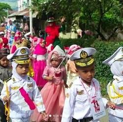 Melihat Anak-anak Pawai 17 Agustus Bikin Makin Semangat Deh