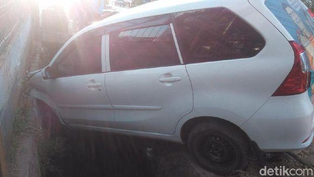 Kecelakaan mobil Xenia