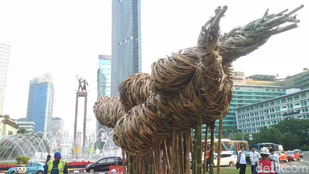 Seni Bambu Joko Avianto di Bundaran HI Tidak Bernuansa Proyek