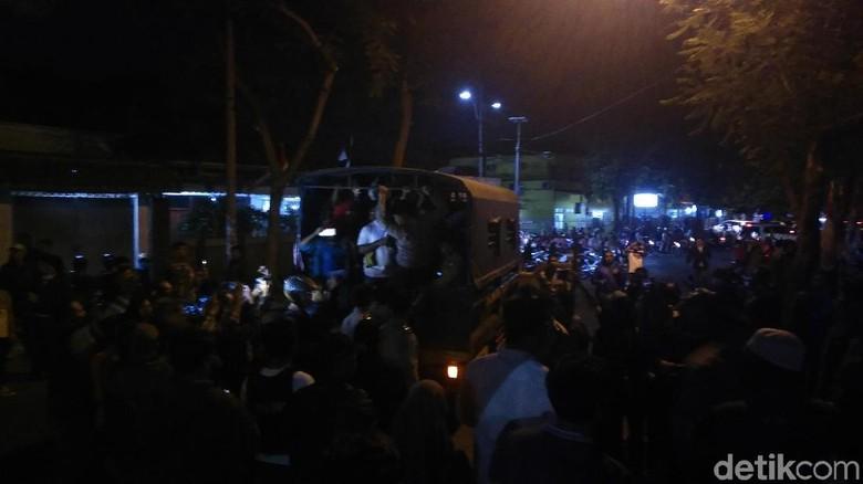 Bentrok Asrama Mahasiswa Papua, Polisi: Yang Bawa Parang Terekam