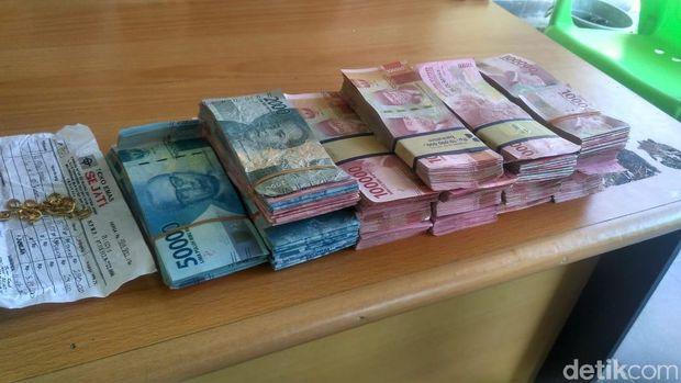 Uang Rp 200 juta hasil penggelapan