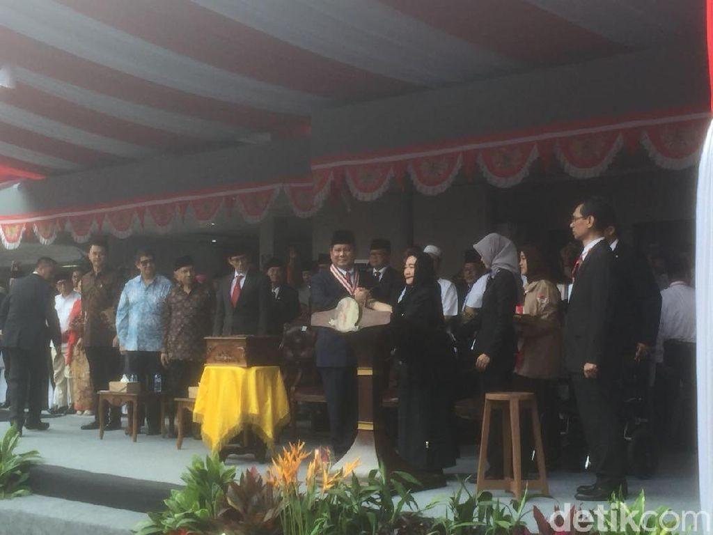 Seperti Kim Jong-Un, Prabowo Dapat Penghargaan The Star of Soekarno