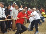 Peringati Kemerdekaan Ke-73 RI, Anies Ikut Lomba Tarik Tambang