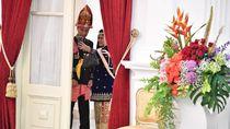 Menebak Smartphone Iriana Saat Selfie Bareng Jokowi