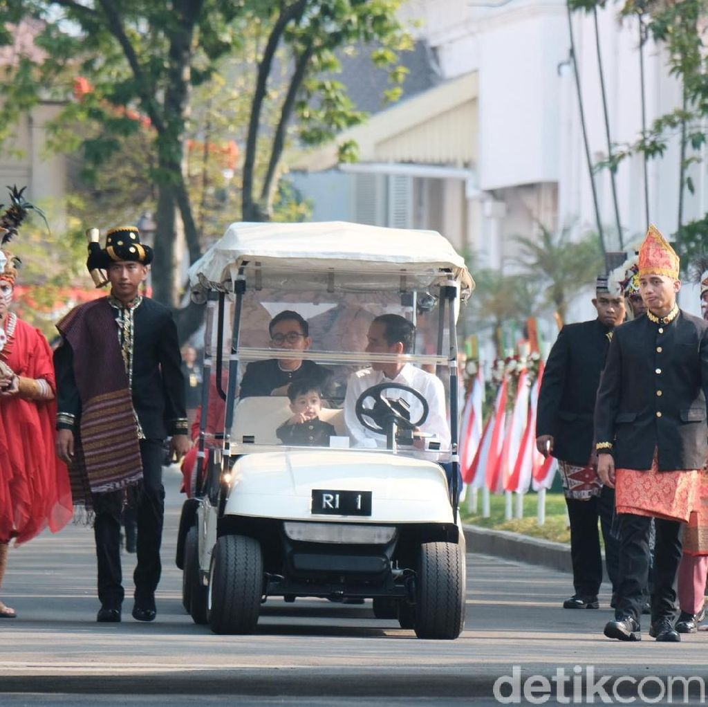 Jokowi Ajak Jan Ethes Keliling Istana Jelang Upacara Bendera
