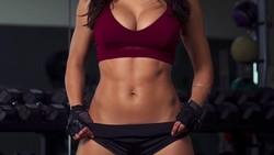 Ana Cheri merupakan model sekaligus pegiat fitness dengan 11 juta followers di Instagram. Mau tahu rahasia bugarnya? Simak di sini ya.