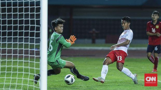 Febri Hariyadi yang tampil bersama Timnas Indonesia saat melawan Mauritius tidak dimainkan ketika Persib menjamu Arema.