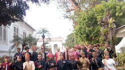 HUT ke-73 RI, Para Pengawal Jokowi Berbusana Adat Nusantara