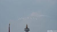Usai Upacara Bendera, Jet Tempur TNI AU Lintasi Langit Istana