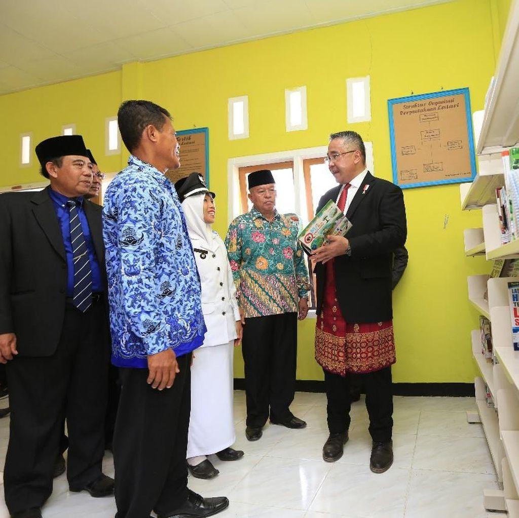 HUT RI ke-73, Mendes Resmikan Perpustakaan Desa di Bengkulu