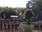 Begini Suasana Upacara HUT RI di Dalam Kolam Pemandian Senjoyo