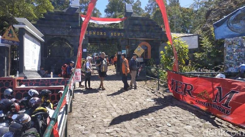 Puncak Gunung Lawu Terbakar, 1.500 Pendaki Diperintah Turun