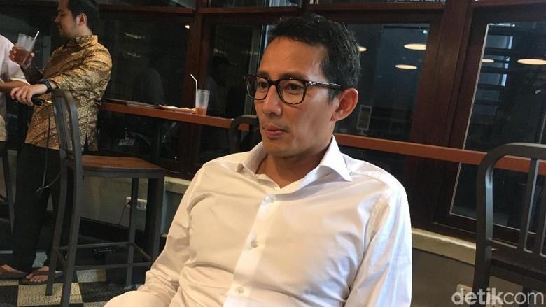 Canda Sandiaga Gagal Pencitraan Salat Jumat di Masjid Bung Karno