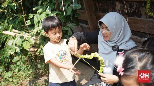 Anak-anak TK kala berkunjung ke Komunitas Hong di Bandung.