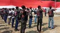 HUT RI, Komunitas Motor Bentangkan Bendera Raksasa di Sukabumi