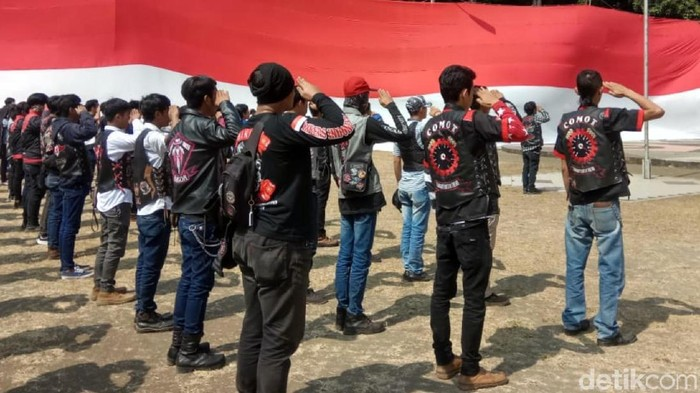 Gabungan komunitas motor dari berbagai daerah di Indonesia rayakan HUT RI di Sukabumi. (Foto: Syahdan Alamsyah/detikcom)