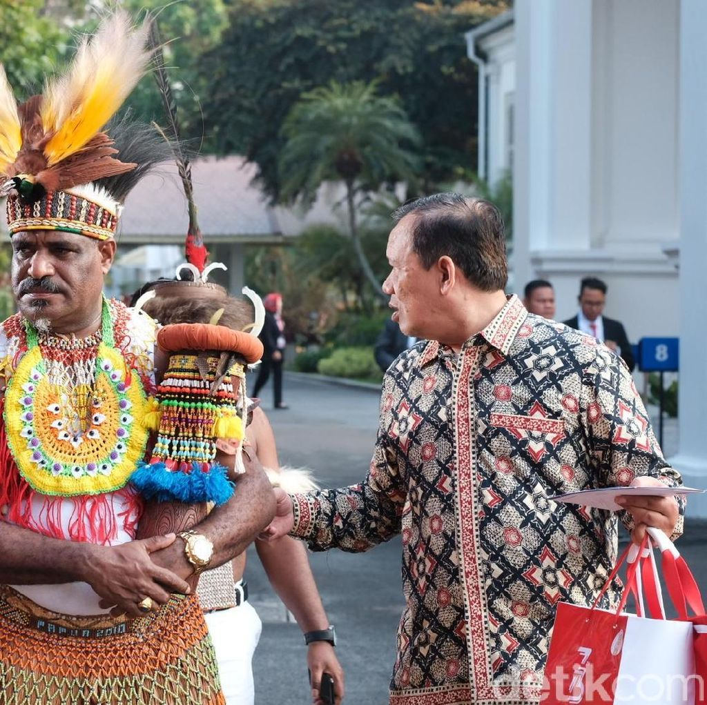 Gaya Para Tamu-Paspampres Berbusana Tradisional Rayakan HUT RI