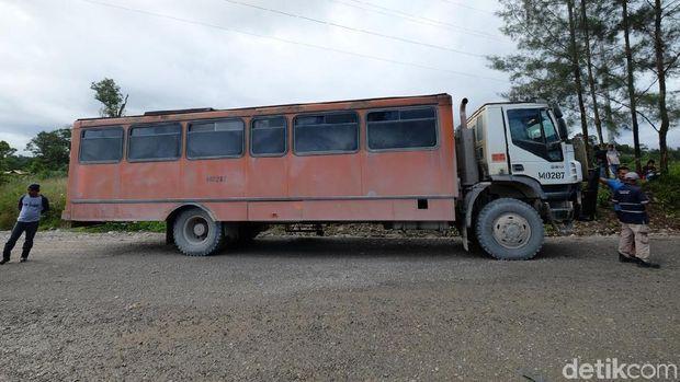 Ini jadinya kalau bus dan truk bergabung menjadi satu