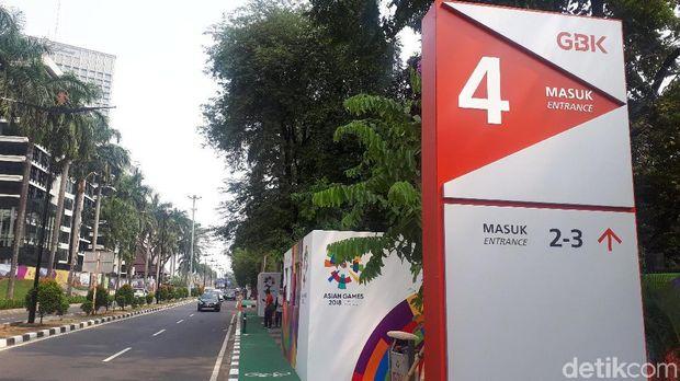 Loket penukaran tiket Asian games 2018 di pintu 4 GBK masih tutup.