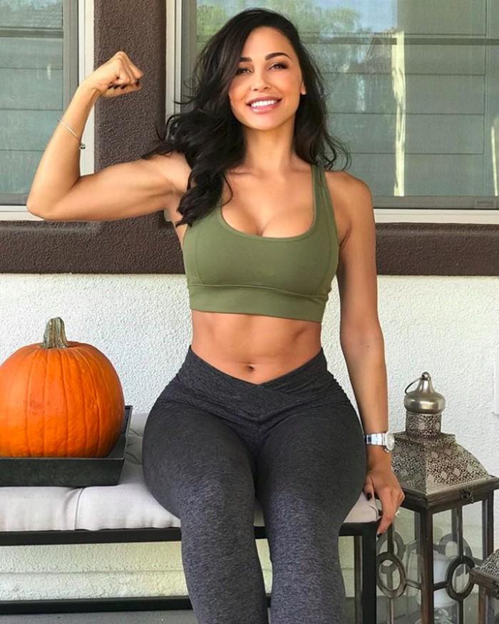 Yuk siapa mau olahraga bareng Ana demi tubuh fit? Foto: instagram/anacheri
