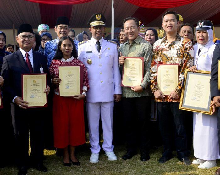 Penghargaan yang diberikan untuk Bank DKI karena sebagai mitra kerja Pemprov DKI Jakarta dalam mendukung pelaksanaan rangkaian acara Torch Relay Asian Games 2018 di Jakarta. Foto: dok. Pemprov DKI