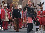 Jokowi Sapa Tamu Undangan Jelang Upacara Bendera di Istana
