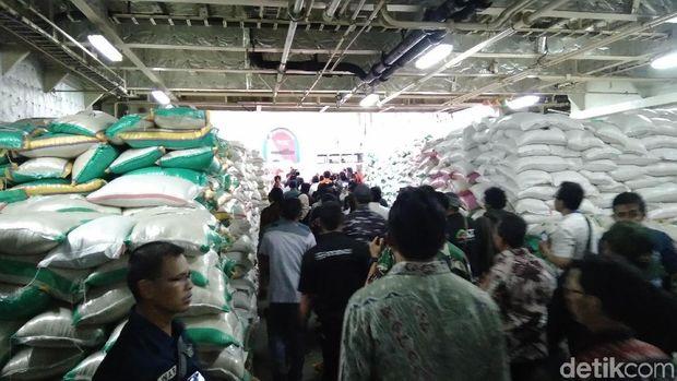 Bantuan yang dikirimkan di antaranya ialah bahan makanan