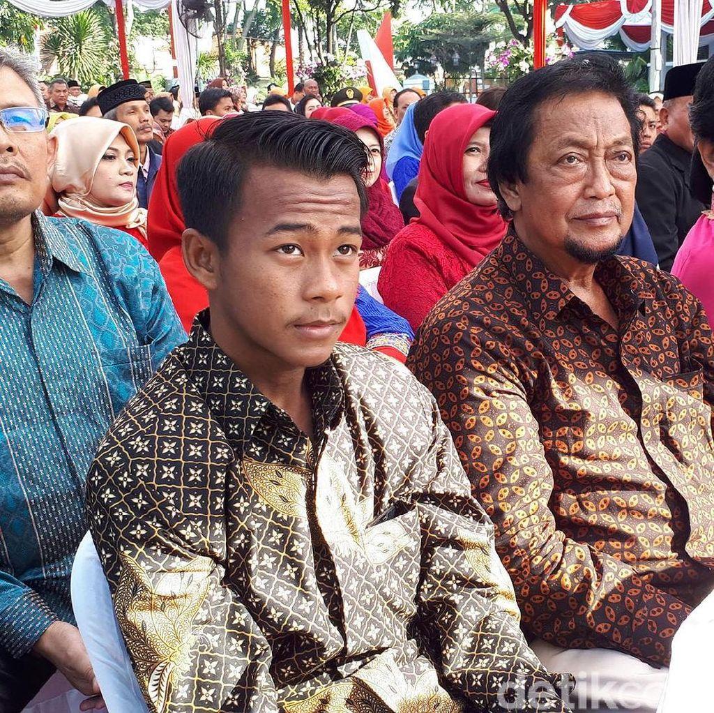 Gelandang TImnas Supriyadi dapat Penghargaan dari Pemkot Surabaya