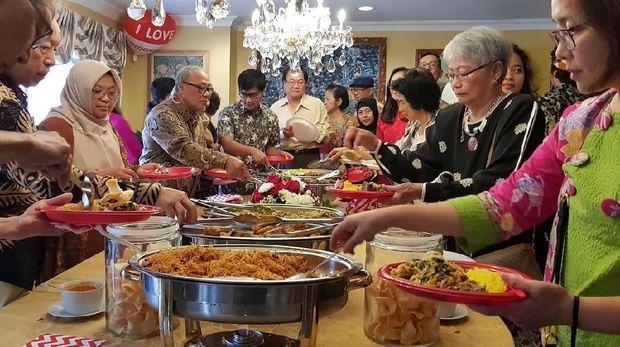 Masakan nusantara dalam perayaan HUT ke 73 RI di KJRI Toronto